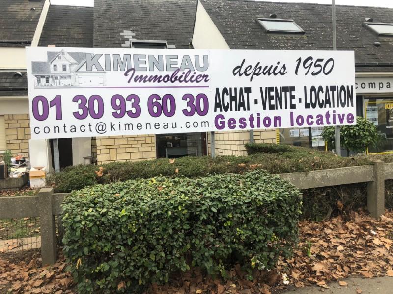 Pose de panneaux publicitaires pour l'agence Kimeneau